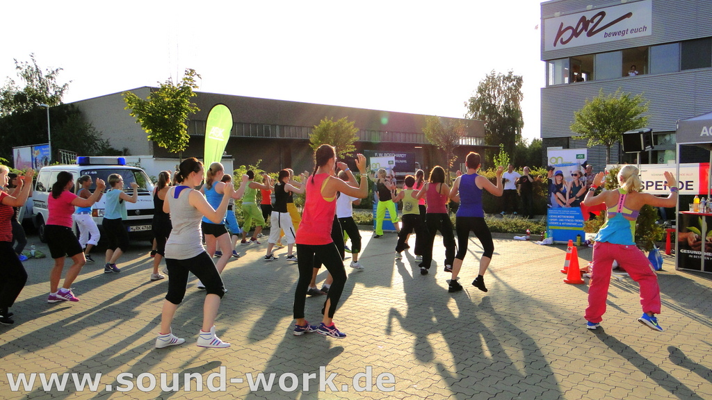 "ZUMBA Fitness Party - mit der AOK ""on move"" in Barsinghausen - 16.08.2013"