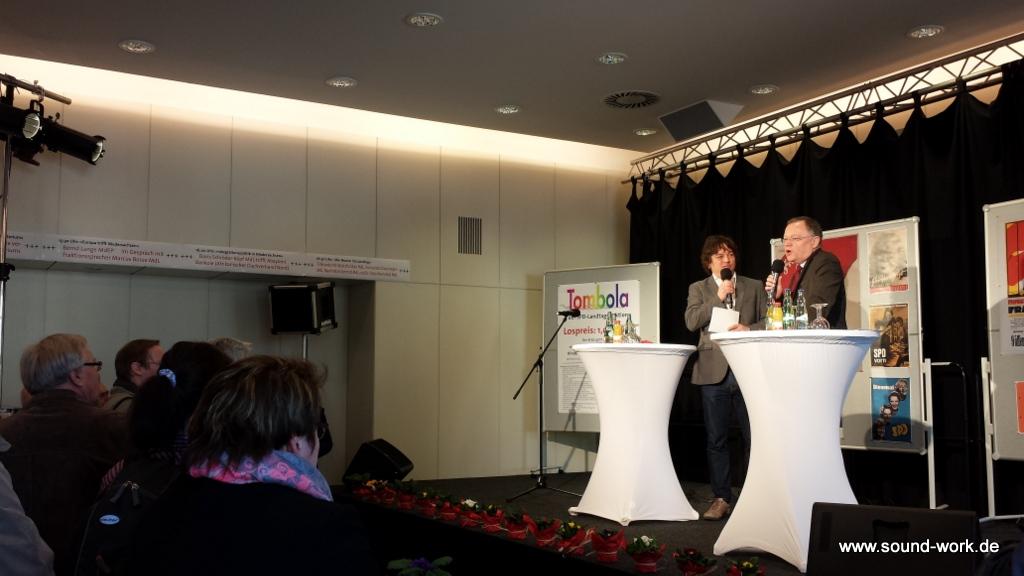 Landtag - Tag der offenen Tür 2014 - Andrang der Besucher - Fraktionssaal SPD - Ministerpäsident Stephan Weil im Gespräch