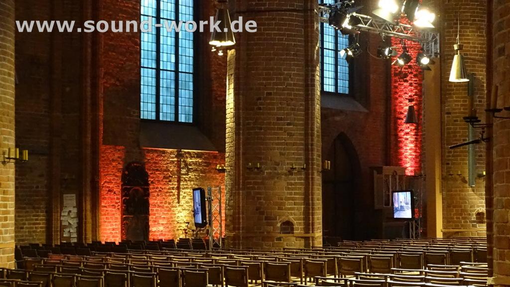 Tag der deutschen Einheit in Hannover - 03.10.2014 - Live Übertragung des Gottesdienstes für die Besucher in den Seitenschiffen der Marktkirche mit UHD Flatscreen Monitoren