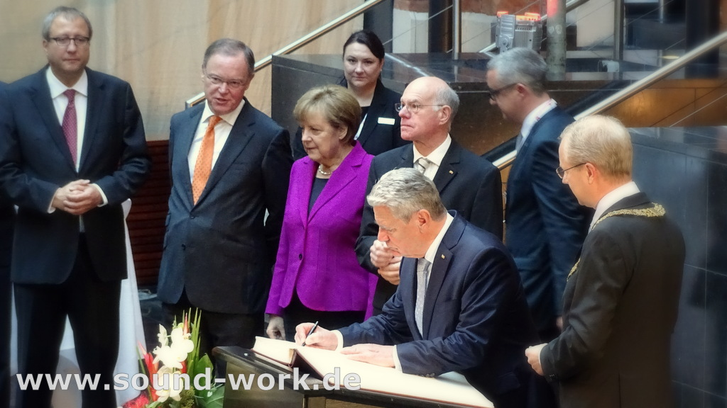 Tag der deutschen Einheit - 03.10.2014 - Eintrag ins Goldene Buch der Stadt Hannover