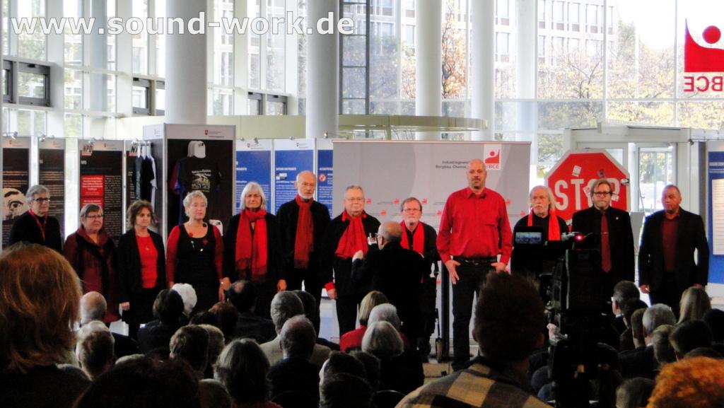 Gemeinsam gegen Rechtsextremismus - Wanderausstellung des Verfassungsschutz - DGB Chor