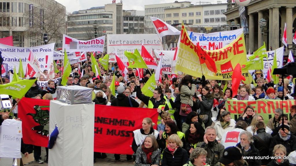 ver.di - Kundgebung - Opernplatz - Hannover - Kundgebungsteilnehmer